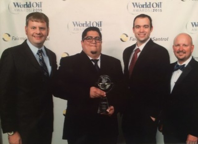 Andrew Quinlan, Enoc Sotelo, Cameron New and Kevin Trahan accepting the Award on behalf of Packers Plus. (CNW Group/Packers Plus Energy Services Inc.)