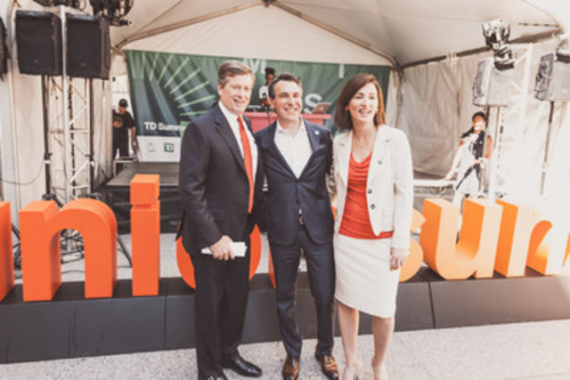 Mayor Tory unveils 26-foot #unionsummer sign to mark the start of 71-day food festival at Union Station, with Lawrence Zucker, President & CEO of Osmington and Theresa McLaughlin, EVP & CMO of TD Bank Group. (CNW Group/Osmington, (Union Station) Inc)