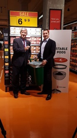 Minister Glen Murray and Ian Gordon, Loblaw announce 100 per cent compostable President's Choice coffee pods (CNW Group/Loblaw Companies Limited)