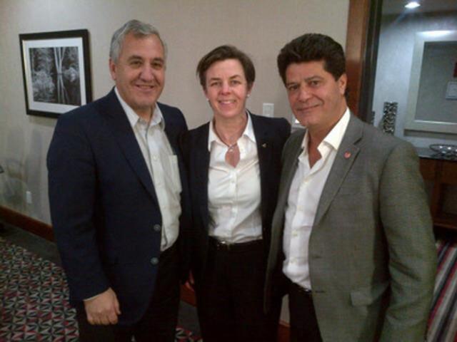 Jerry Dias (Unifor), la ministre du Travail Leitch et Jim Vena (CN) au moment de la conclusion d'une entente  de principe. (Groupe CNW/Emploi et Développement social Canada)