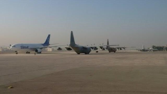 Un Airbus A330 de la compagnie canadienne Air Transat a quitté aujourd'hui Amman (Jordanie) avec à son bord 207 réfugiés syriens, ce 20 décembre. Le vol TS8500 a Toronto pour destination finale. Il s'agit du premier vol d'une compagnie aérienne canadienne effectué dans le cadre de cette opération humanitaire majeure visant à transporter quelque 25 000 réfugiés vers le Canada, à l'initiative du gouvernement canadien. « Nous sommes très heureux de prêter main forte au gouvernement canadien et aux autorités internationales » a déclaré Jean-François Lemay, directeur général d'Air Transat. (Groupe CNW/Transat A.T. inc.)
