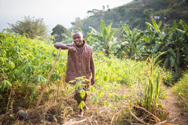 Youth in Action participant, Sam, 18 (Kasese, Uganda) working in his family-owned field  (CNW Group/Save the Children)