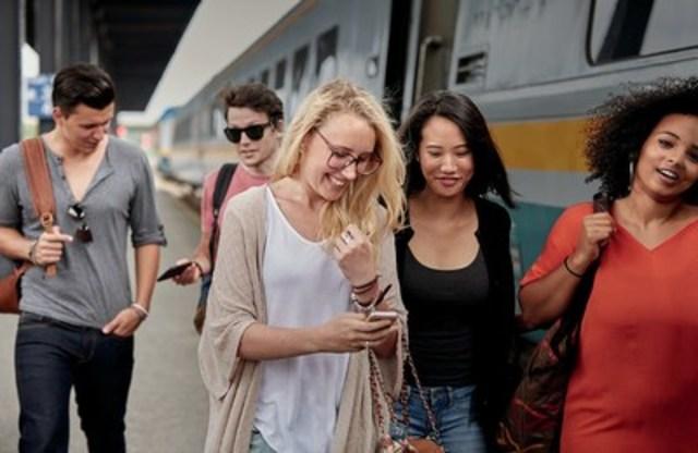 Étudiants prenant le train lors de la rentrée (Groupe CNW/VIA Rail Canada Inc.)