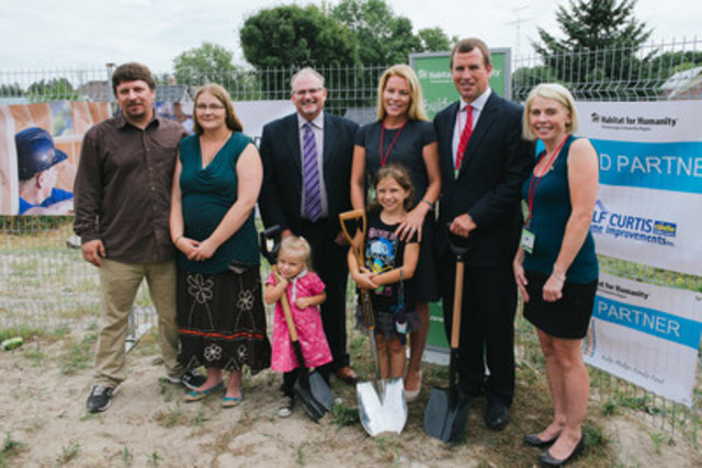 Habitat for Humanity Breaks Ground with Royal Patrons, Peter & Autumn Phillips. Back Row left to right: Josh Clark and Natasha Bandi (Habitat Partner Family); Mark Rodgers (President and CEO, Habitat for Humanity Canada); Autumn and Peter Phillips (Habitat Royal Patrons); and Sarah Burke (CEO of Habitat for Humanity Peterborough & Kawartha Region). Front Row: Jasmine and Autumn (Habitat Partner Family children) (CNW Group/Habitat for Humanity Canada)