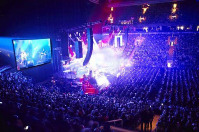 14,000 Fans Flood the Air Canada Centre for City and Colour, May 9, 2014. Photo by Nick Simhoni (CNW Group/Dine Alone Music Inc.)