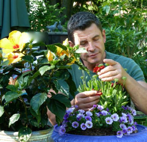 Jean-Jacques REVEL, Chanteur-Horticulteur de Montréal. (Groupe CNW/Jean-Jacques Revel)