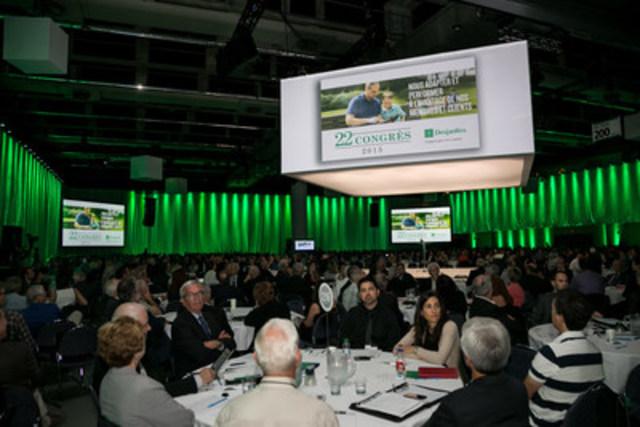 Plus de 1 400 participants des caisses Desjardins ont discuté des grands enjeux auxquels fait face le Mouvement Desjardins, lors du Congrès d'orientation tenu le 19 septembre. (Groupe CNW/Mouvement Desjardins)