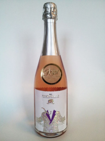 """Overall best in show: Megalomaniac """"Bubblehead""""  Sparkling Pinot Noir (2011) (CNW Group/Royal Agricultural Winter Fair)"""
