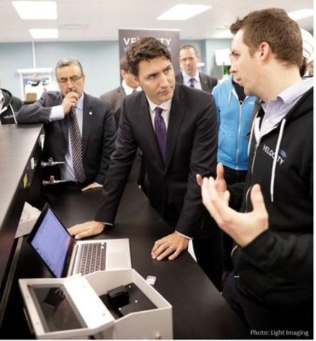 Ryan Denomme demonstrates OpenSPR to Canada''s Prime Minister Justin Trudeau and University of Waterloo President Feridun Hamdullahpur. (CNW Group/Nicoya Lifesciences)