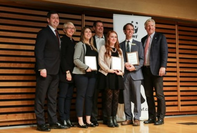 2016 Living Planet @ Work award winners pose with  Martin Thompson, RSA Canada president and CEO, Frances Edmonds, Head of Sustainability for HP Canada, and WWF-Canada president and CEO, David Miller. (CNW Group/WWF-Canada)
