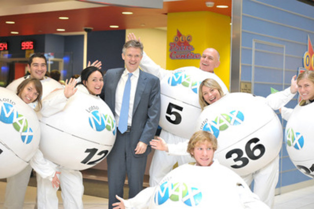 TORONTO,ONTARIO: OLG President and CEO Rod Phillips (L) poses with LOTTO MAX balls including volunteers Greg McKenzie (C) Senior VP Lottery, and Wendy Montgomery (R), VP Marketing and Sales, promoting Friday's November 2nd 2012 $100 Million LOTTO MAX draw. (CNW Group/OLG Winners)