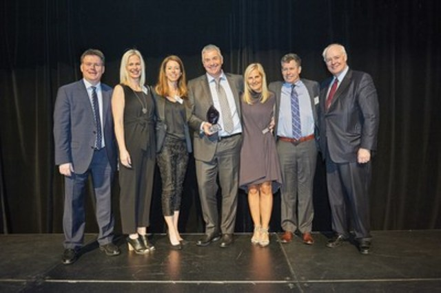 Kevin Ladner, Executive Partner and CEO of Grant Thornton LLP, with 2016 Private Business Growth Award Winner, Richard Wilson, President of AGNORA Inc. and team, alongside The Honourable, Perrin Beatty, President and CEO of The Canadian Chamber of Commerce (CNW Group/Private Business Growth Award)