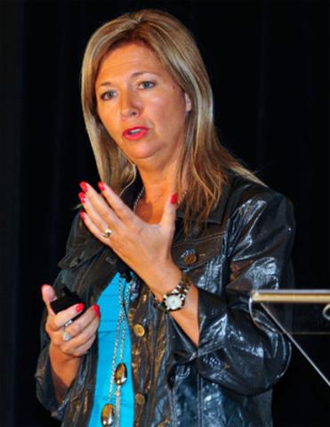 Denise Vaillancourt, venue présenter le projet Mouvement collectif à la STM (Groupe CNW/C, LE COLLOQUE ANNUEL DE LA SQPRP PAR LES JEUNES PROFESSIONNELS)