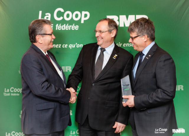 We are able to recognize on the photo, from left to right, Yves Gagnon, honorary president of Groupe BMR, Denis Richard, president of La Coop fédérée and Gaétan Desroches, Chief Executive Officer at La Coop fédérée, all gathered at the announcement of the arrival of Groupe BMR within La Coop fédérée (CNW Group/La Coop fédérée)