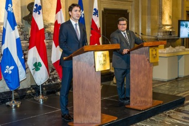 The mayor of Montréal, Mr. Denis Coderre, welcomed the Prime Minister of Canada, Mr. Justin Trudeau, to city hall in order to discuss a variety of important issues for the city, including Montréal's agenda, infrastructures and the Energy East pipeline. View the press conference on the mayor's YouTube channel at http://bit.ly/1LekA8U. (CNW Group/Ville de Montréal - Cabinet du maire et du comité exécutif)