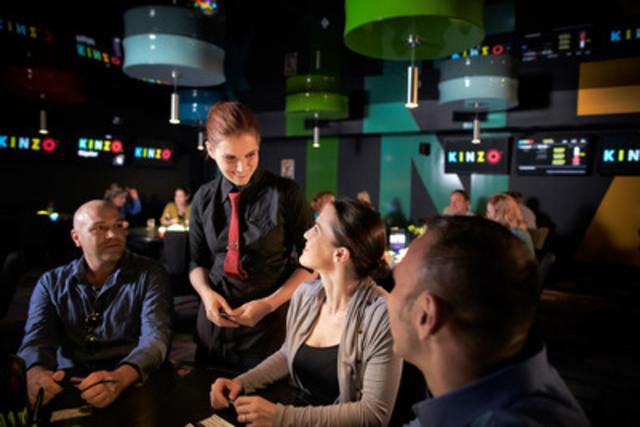 Les salles Kinzo sont l'endroit idéal pour une sortie entre amis, un 5 à 7 réussi, une célébration en groupe, en couple, ou simplement pour rencontrer des gens en s'amusant dans une ambiance animée. (Groupe CNW/Loto-Québec)