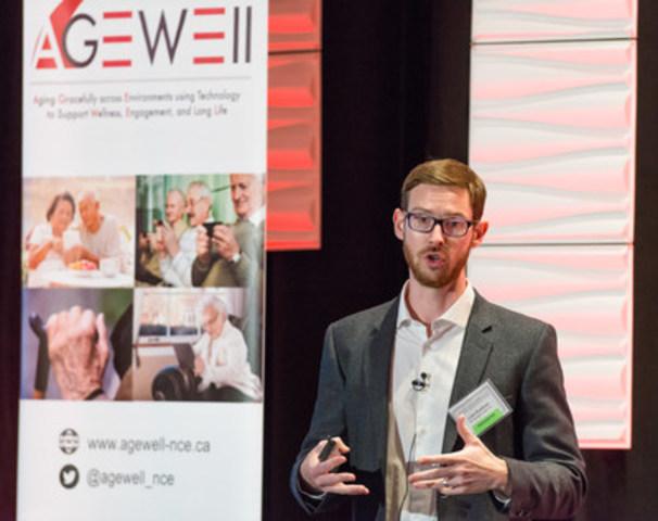 Le développeur de logiciel Liam Kaufman, chef de la direction et cofondateur de Winterlight Labs, décrivant une nouvelle technologie qui peut surveiller la santé cognitive par la parole. (Groupe CNW/AGE-WELL Network of Centres of Excellence (NCE))