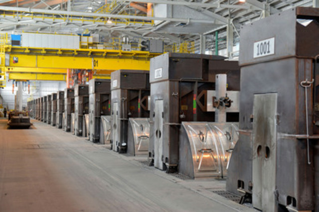 Interior view of Arvida Aluminium Smelter, AP60 Technology Centre (CNW Group/RIO TINTO ALCAN - EN)