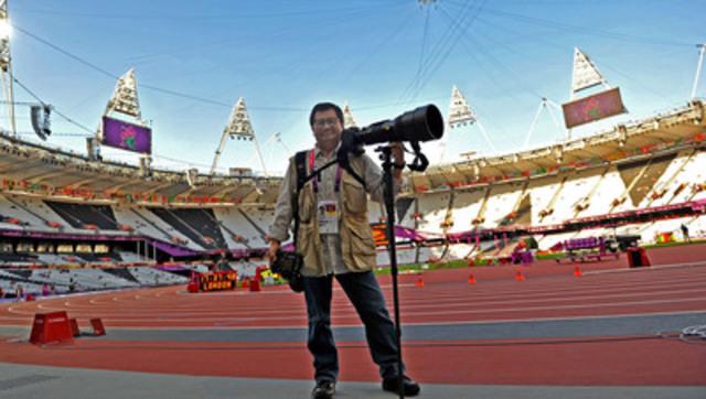 Le 23 novembre 2013 - Le photographe du Edmonton Journal Larry Wong a reçu le prestigieux prix paralympique des médias pour la meilleure photo pour sa image saisissante du nageur canadien Benoît Huot fêtant sa victoire aux Jeux paralympiques de Londres 2012. (Groupe CNW/Comité paralympique canadien (CPC))