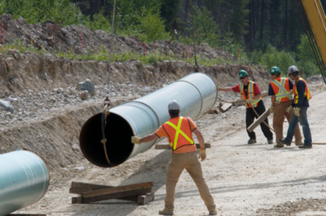 Workers construct the pipeline in Jasper National Park, AB as part of the Anchor Loop Project in 2007/08. (CNW Group/Kinder Morgan Canada - Trans Mountain Expansion Project)