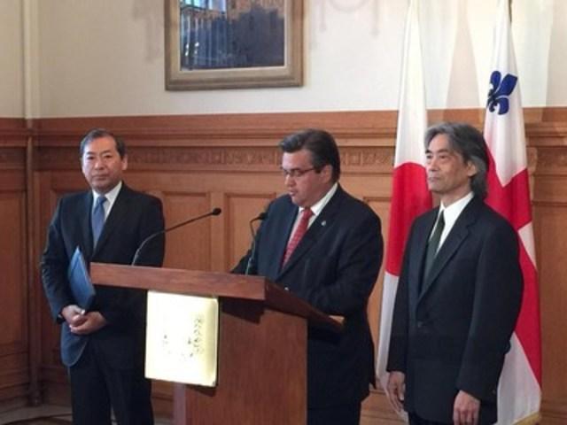 Point de presse à l'hôtel de ville avec le maire de Montréal, M. Denis Coderre, accompagné par maestro Kent Nagano (à droite) et le consul général du Japon, M. Hideaki Kuramitsu, sur la cérémonie de commémoration du 70e anniversaire du bombardement d'Hiroshima (Groupe CNW/Ville de Montréal - Cabinet du maire et du comité exécutif)