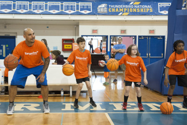Vancouver-native Rob Sacre participated in basketball skills and empowerment programming for over 170 Vancouver youth at Tangerine's Community Gym event in Vancouver today. (CNW Group/Tangerine)