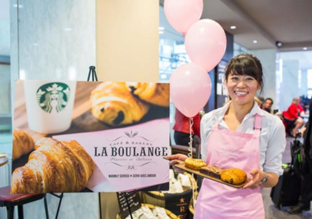 Jaylene Yu, barista chez Starbucks au First Canadian Place à Toronto, présente une sélection des nouvelles pâtisseries d''inspiration française de La Boulange(MC). Ces nouvelles pâtisseries de qualité supérieure seront offertes dans les cafés participants de l''Ontario et de la Colombie-Britannique dès le 3 mars 2015. (Groupe CNW/Starbucks Coffee Canada)