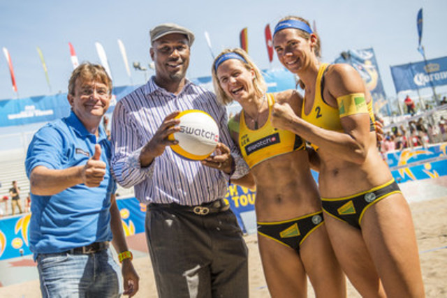 Hannes Jagerhofer, Lennox Lewis, Laura Ludwig and Kira Walkenhorst pose for a photograph at the Swatch Beach Volleyball FIVB World Tour Finals in Toronto, Canada on September 16, 2016. // Joerg Mitter/ Swatch Beach Volleyball Major Series/ Red Bull Content Pool  // P-20160916-04800 // Usage for editorial use only // Please go to www.redbullcontentpool.com for further information. // (CNW Group/Swatch Beach Volleyball Major Series)