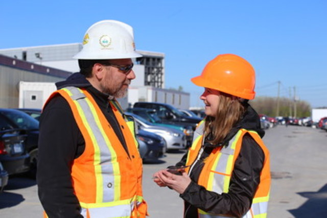 Street Teams Visit Construction Sites for Powerline Safety Week (CNW Group/Electrical Safety Authority)
