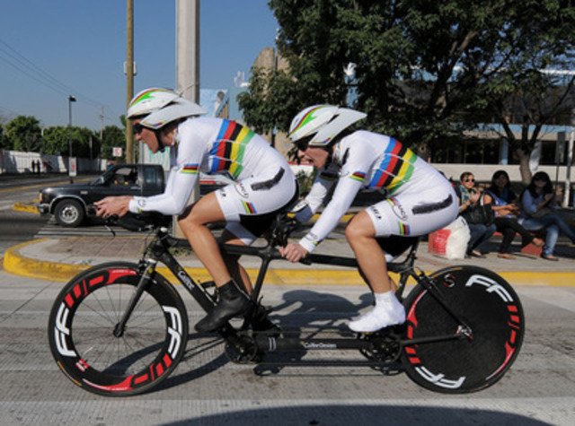 Pilot Lyne Bessette (left) and Robbi Weldon (right) win Canada's first medal and Canada's first gold at the 2011 Parapan American Games in Guadalajara, racing in the blind tandem division. (CNW Group/CANADIAN PARALYMPIC COMMITTEE (CPC))
