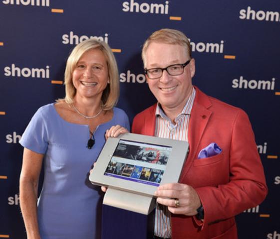 Barbara Williams, vice-présidente principale au contenu pour Shaw Media, et Keith Pelley, président de Rogers Média, présentant shomi, un nouveau service de vidéo à la demande par abonnement, lors d'une rencontre avec les médias qui a eu lieu aujourd'hui à Toronto. (Groupe CNW/Rogers Communications Inc. - Français)