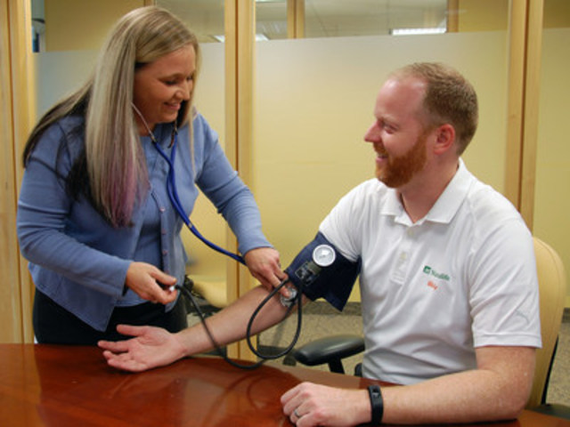 Blake Hill, Head of the Manulife Vitality program, gets an ExamOne free annual wellness checkup (CNW Group/Manulife Financial Corporation)