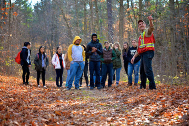 Forests Ontario's Forestry Connects program provides high school students with the opportunity to receive a behind-the-scenes look at the role that forestry plays in communities across the province. (CNW Group/Forests Ontario)