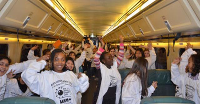 Des membres du Toronto Children's Breakfast Club, débordant d'enthousiasme à bord du train deVIA, se sont rendus à Ottawa le 31janvier 2012 pour souligner le Mois de l'histoire des Noirs sur la Colline du Parlement. (Groupe CNW/VIA RAIL CANADA INC.)