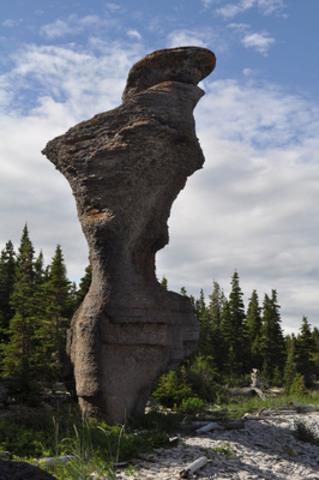 Dans l'Archipel de Mingan, venez admirer Madame de Niapisca, célèbre monolithe baptisé par le poète Roland Jomphe (Groupe CNW/Coopérative Voyages CoSte)