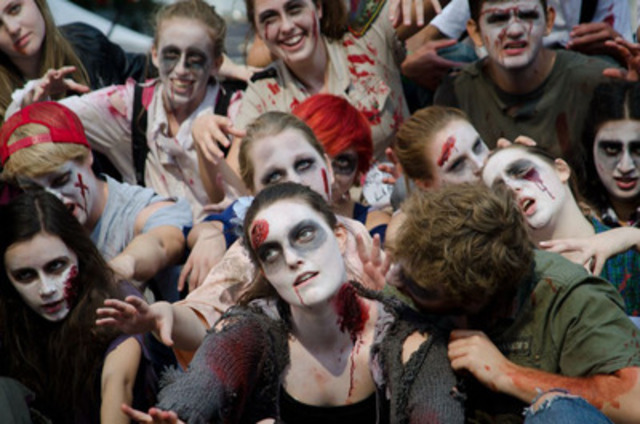 "Zombies take over Yonge-Dundas square for ""The Undeading"" (CNW Group/Heart and Stroke Foundation)"