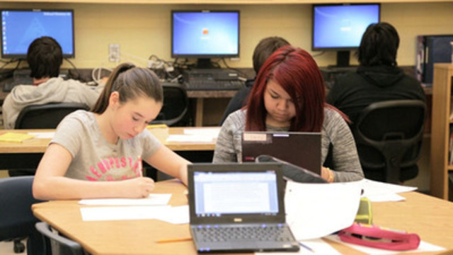 Students at Eleanor W. Graham Middle School in New Brunswick use the RBC After School Program to keep up with their studies. (CNW Group/RBC)