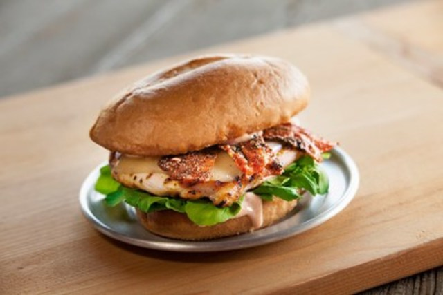 #NameThatChicken Burger (CNW Group/Red Robin Restaurants of Canada Ltd.)