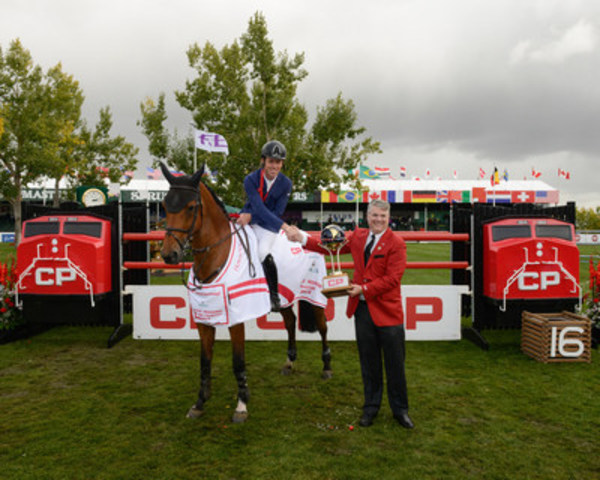 CP's Vice-President of Corporate Affairs Mark Wallace presents the CP International trophy to Scott Brash and Ursula XII at Spruce Meadows on Sunday, Sept. 11, 2016. (CNW Group/Canadian Pacific)