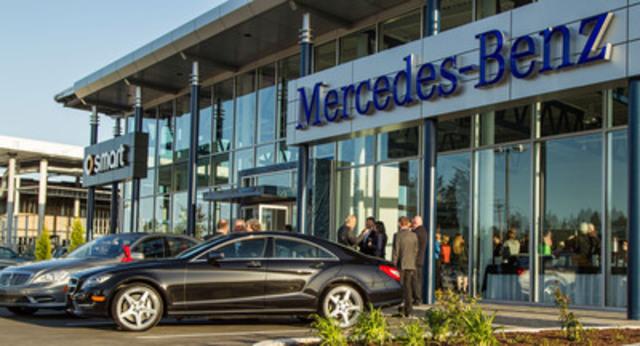 Bien situé au cœur de la zone commerciale de Nanaimo, l'édifice de 14 000 pi2 représente un investissement colossal dans la région, permettant d'agrandir considérablement le secteur du concessionnaire. La nouvelle structure impressionnante, érigée au 2472 Kenworth Road, remplacera le concessionnaire Three-Point Motors Nanaimo actuel et exercera désormais ses activités sous le nom de Mercedes-Benz Nanaimo. (Groupe CNW/Mercedes-Benz Canada Inc.)