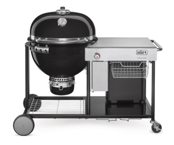 The new Weber Charcoal Summit #GrillofaLifetime will appeal to both gas and charcoal grillers offering convenience, versatility and quality. (CNW Group/Weber-Stephen Canada Co.)