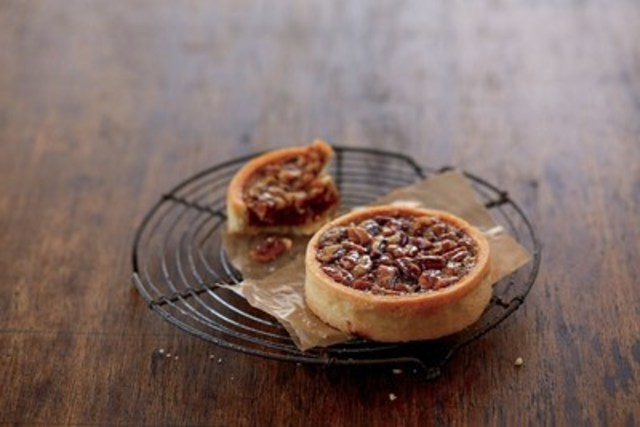 Starbucks(R) Pecan Tart (CNW Group/Starbucks Coffee Canada)