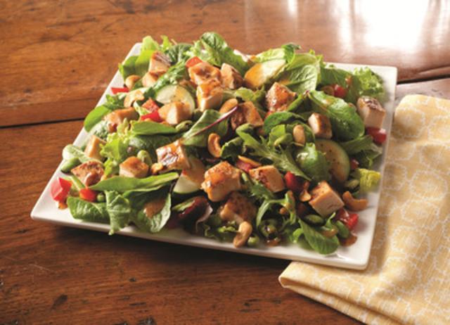Asian Cashew Chicken Salad (CNW Group/Wendy's Restaurants of Canada)