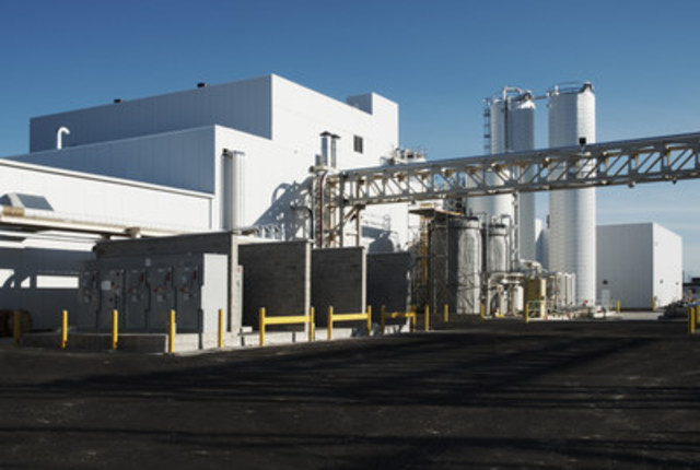Side view of BioAmber Sarnia's Bio Succinic Acid Plant (CNW Group/BioAmber Inc.)