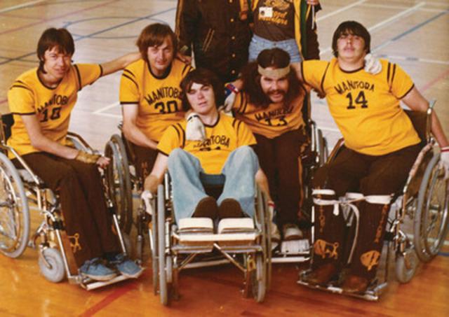 En 1976, Duncan Campbell et un petit groupe d'amis ont établi les règles de base et ont conçu le fauteuil qui sont à la base du très populaire et ayant un grand impact sport d'équipe paralympique, le rugby en fauteuil roulant. (Groupe CNW/Comité paralympique canadien (CPC))