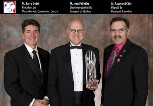 De gauche à droite: M. Barry Smith, Président du Metro Toronto Convention Centre; M. Jean Pelletier, Directeur général du Carnaval de Québec; M. Raymond Côté, Député de Beauport-Limoilou (Groupe CNW/CARNAVAL DE QUEBEC)