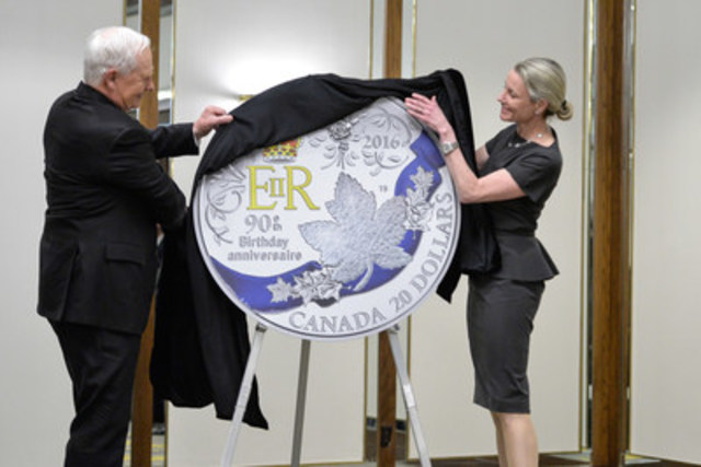 His Excellency the Right Honourable David Johnston, Governor General of Canada and Royal Canadian Mint President and CEO Sandra Hanington unveil a silver coin celebrating the 90th birthday of Her Majesty Queen Elizabeth II before guests of the Monarchist League of Canada in Toronto. (CNW Group/Royal Canadian Mint)
