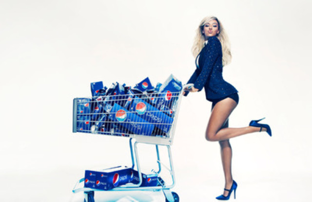 Beyoncé at a Pepsi photo shoot in October 2012. This will appear as life-size standees in stores starting first quarter 2013. (CNW Group/PEPSICO CANADA)
