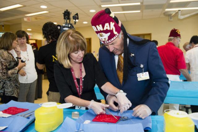 Le centre de simulation révolutionne la formation en chirurgie au moyen de simulateurs et des procédures précises, ce qui permet aux résidents en chirurgie d'acquérir un large éventail de compétences en chirurgie (Groupe CNW/Hôpital Shriners pour enfants)