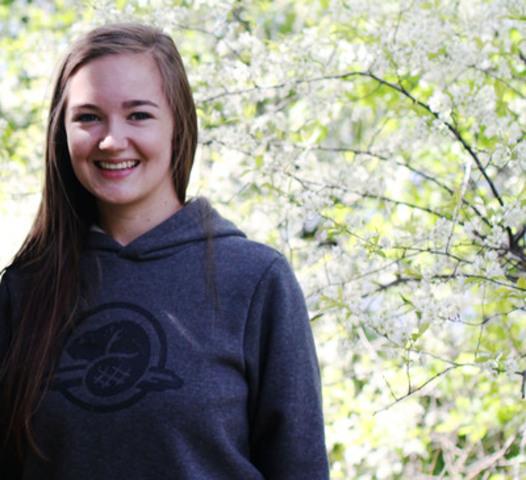 L'honorable Peter Kent, ministre canadien de l'Environnement et ministre responsable de Parcs Canada a annoncé aujourd'hui que Julie Belliveau, de Sussex au Nouveau-Brunswick, est l'une des prochaines jeunes ambassadrices de Parcs Canada du duc et de la duchesse de Cambridge. (Groupe CNW/Parcs Canada)